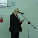 przewodniczący  Kapituły Honorowego Wyróżnienia PLP prof. dr inż. Tadeusz Gałązka odczytuje jej werdykt